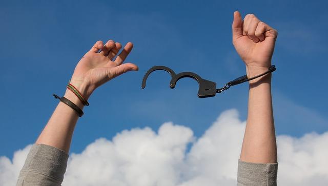 Jak skutecznie uwolnić się od błędnych przekonań?
